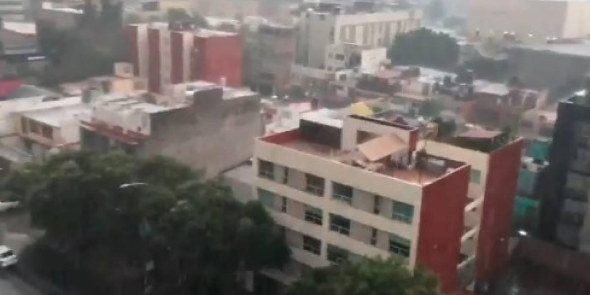 Capitalinos celebran lluvia en medio de la contingencia ambiental