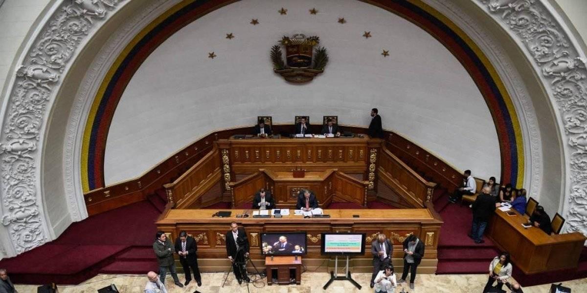 Tras bloqueo, diputados opositores vuelven al Parlamento de Venezuela