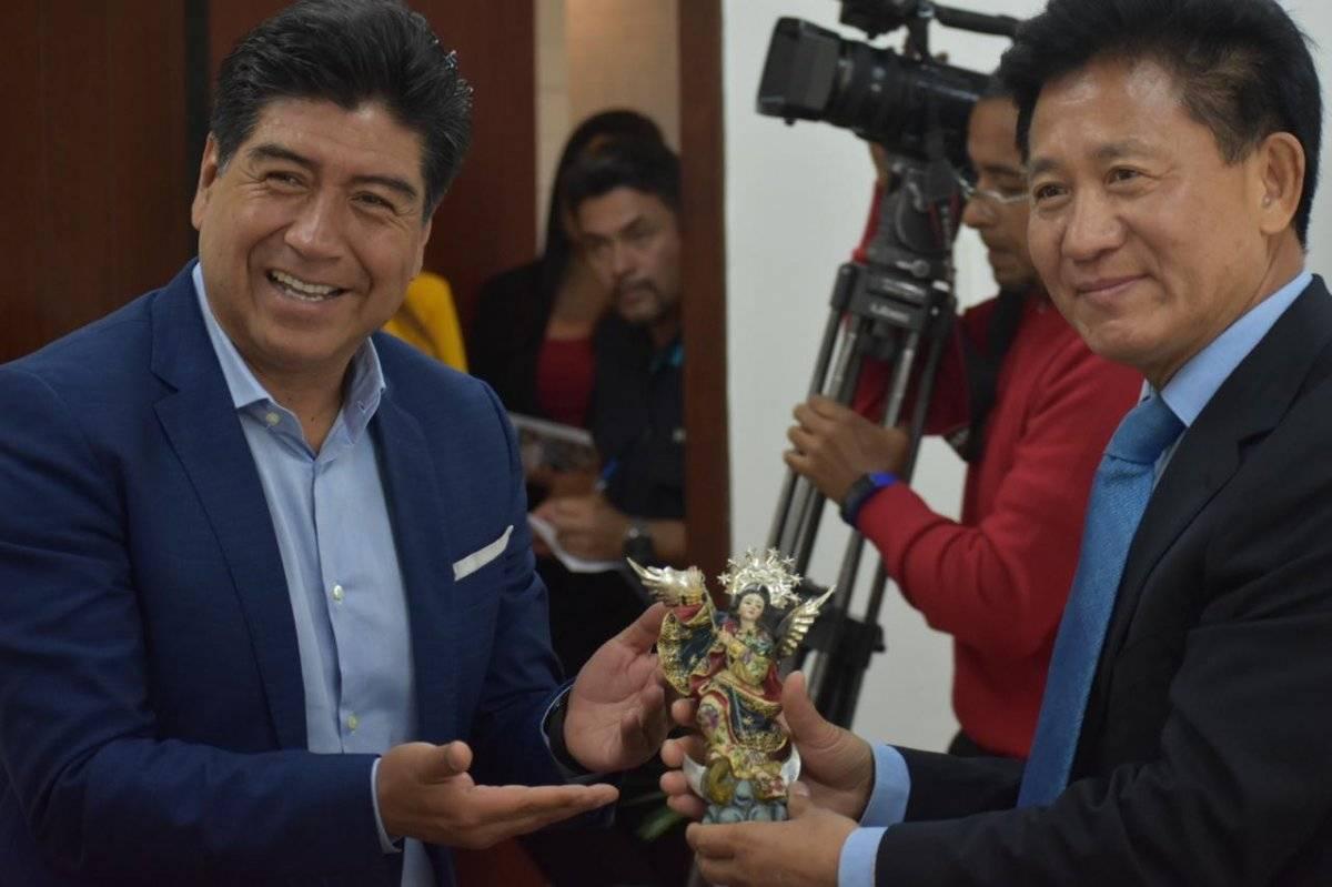 Alcalde Jorge Yunda recibió la visita del embajador de China en Ecuador, Chen Guoyou