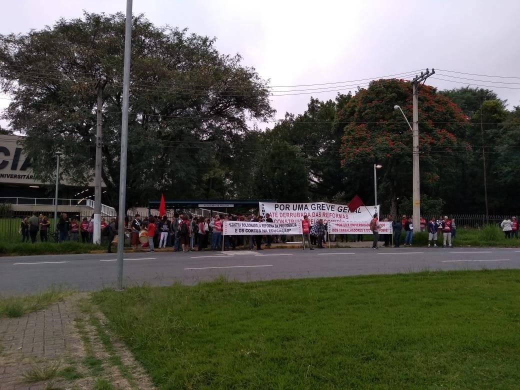 manifestação educação
