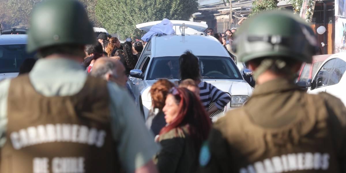 Narcovelorio en Conchalí: Gobierno culpa a jueza de Chillán permitir salir a familiares de la cárcel para despedir a joven asesinado
