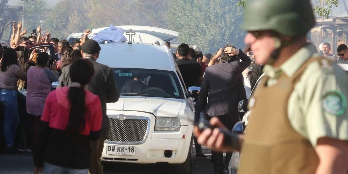 ¿Quién autorizó que el cuerpo de joven asesinado en Conchalí viajara hasta Chillán? Jueza desmiente haber aprobado velorio dentro de la cárcel