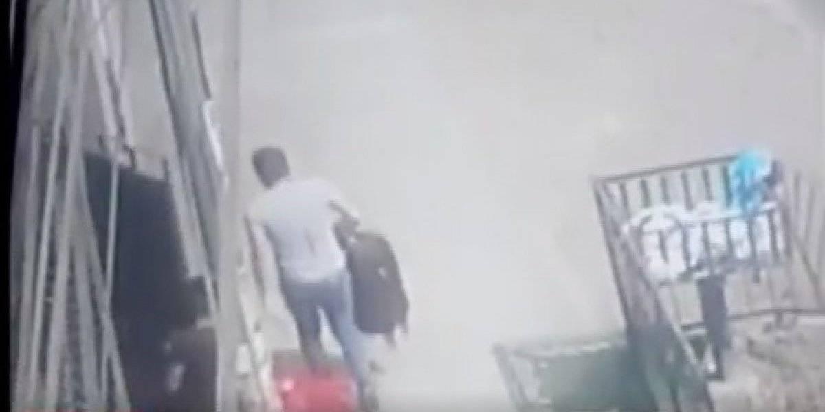 Presentó la denuncia con el dolor de su corazón: entraron a robar a su casa, revisó las cámaras y se dio cuenta de que uno de los ladrones era su mejor amigo