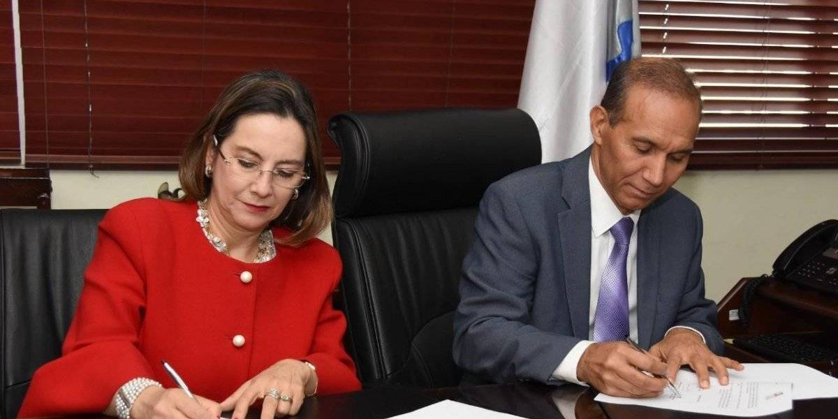 El Ministerio de Trabajo y la Organización Iberoamericana de Seguridad Social firman convenio de colaboración