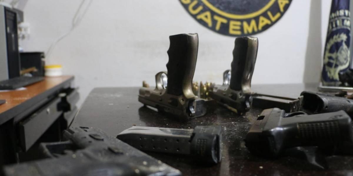 Localizan armas y explosivo ocultos en área agrícola de la cárcel Pavón