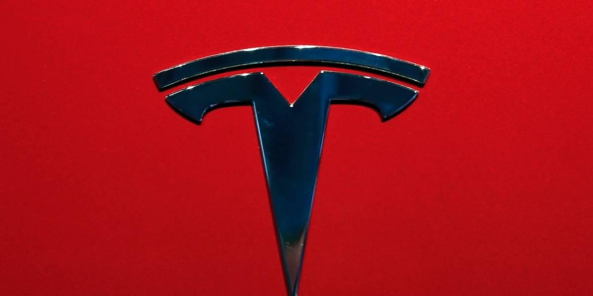 Vehículo de Tesla iba en piloto automático cuando chocó en Florida