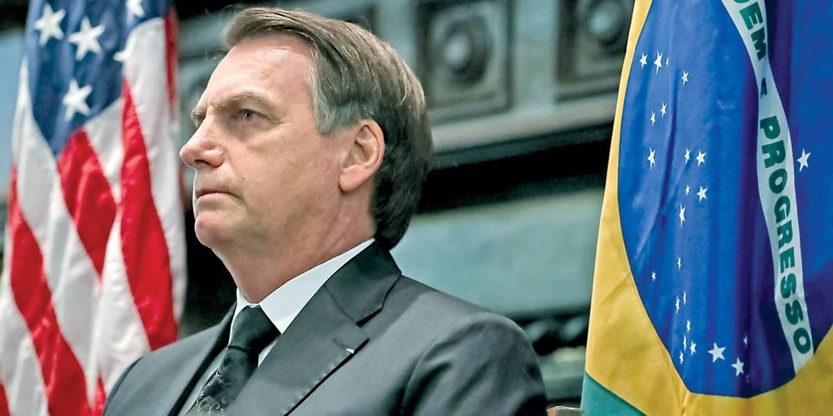 Em almoço de R$ 1,7 mil, Bolsonaro conversa com caminhoneiros e incentiva compra de armas de fogo