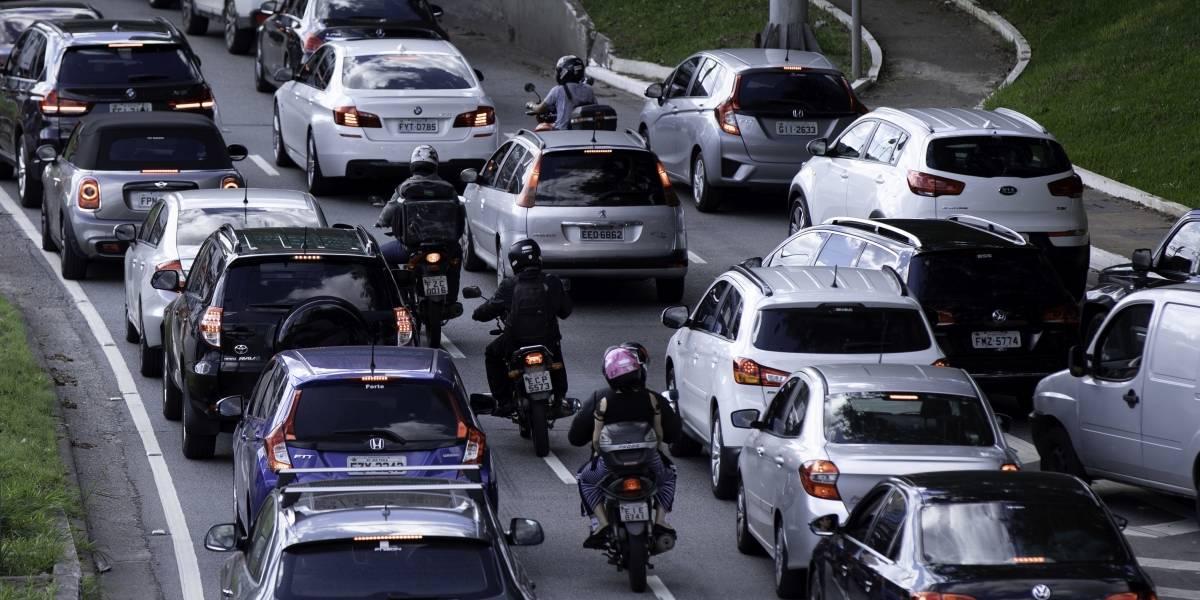 Proibição de motos na pista expressa da marginal Pinheiros começa nesta segunda