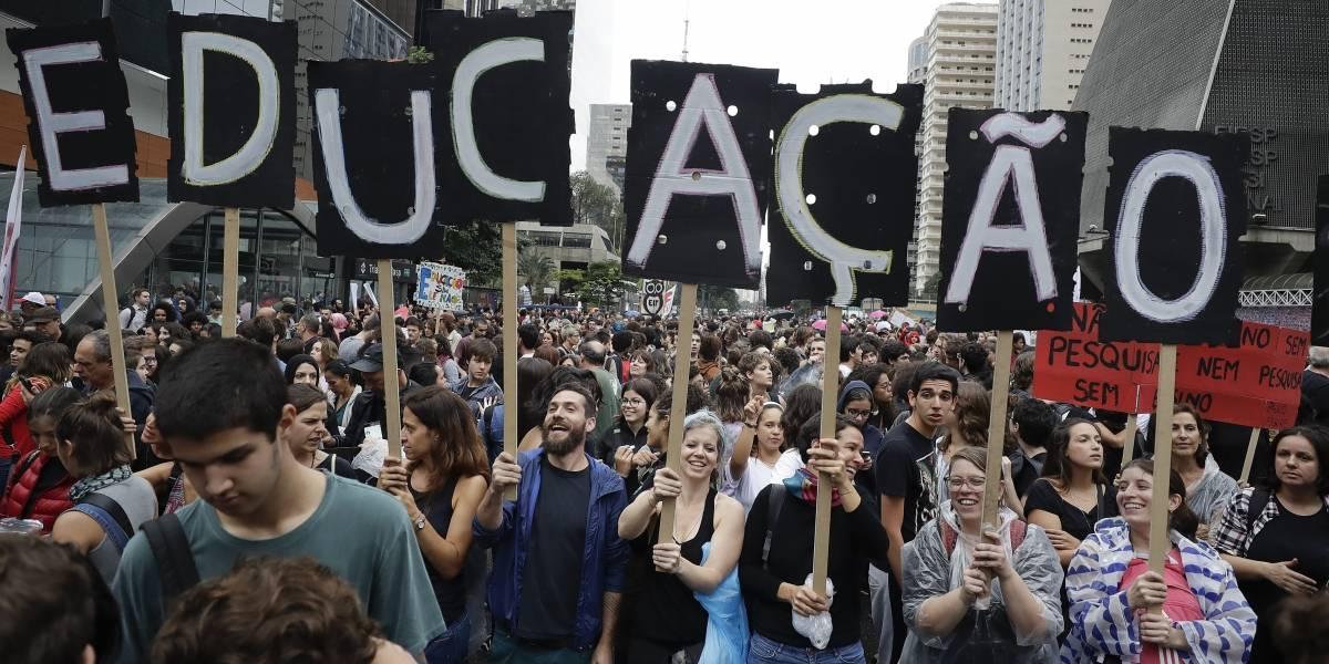 """Otra más de Bolsonaro: cataloga como """"imbéciles"""" manifestantes en contra del reajuste presupuestario en la educación"""