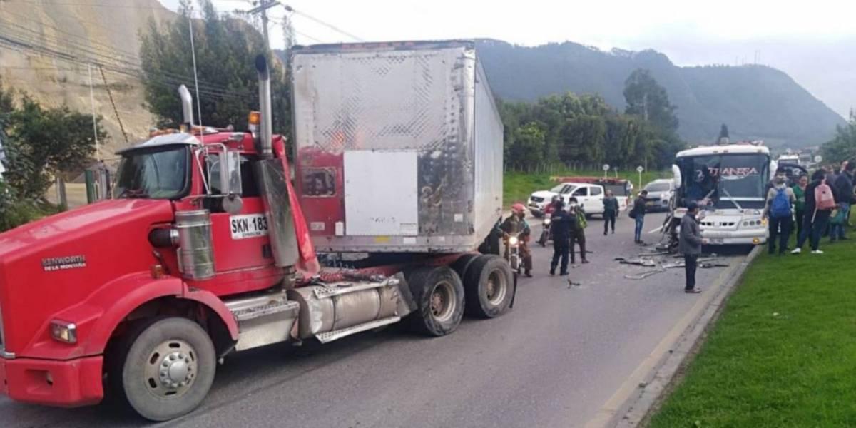 Grave accidente en la vía Bogotá- Zipaquirá tiene bloqueada la vía
