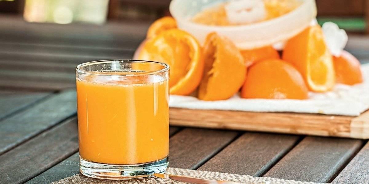 Tomar suco de fruta diariamente pode ser tão prejudicial quanto uma latinha de refrigerante, diz estudo