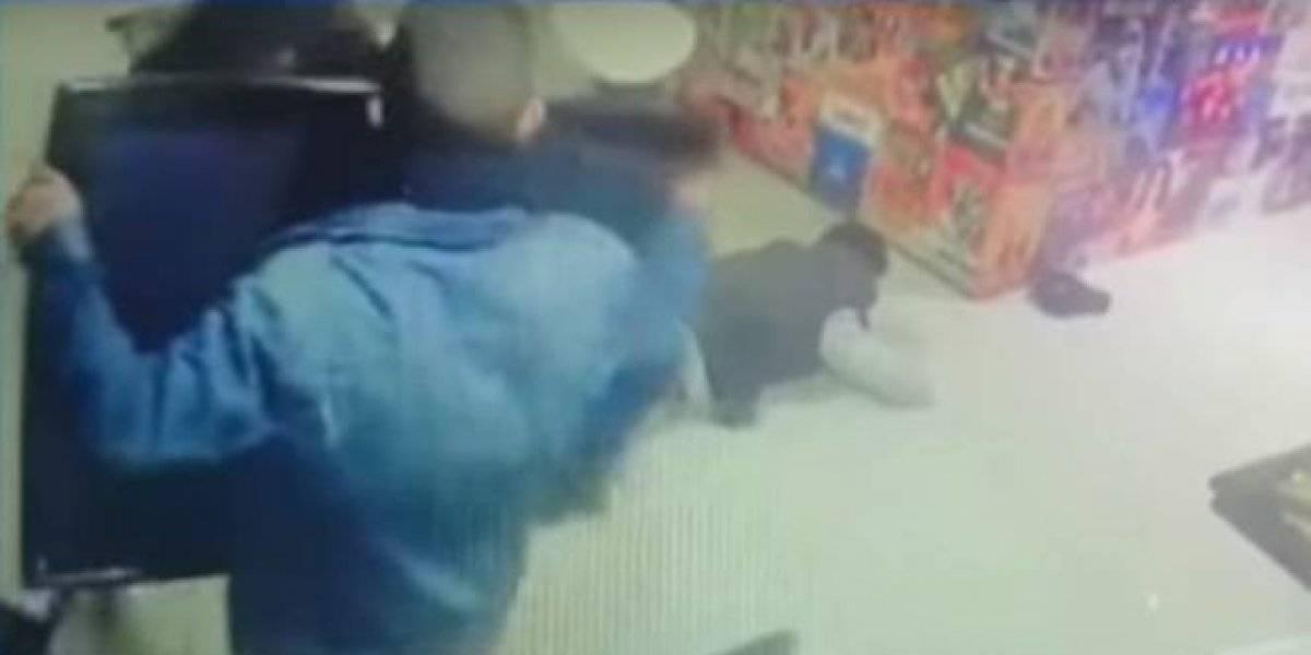Ladrones quisieron robar un almacén en Bogotá, pero quedaron encerrados adentro del local