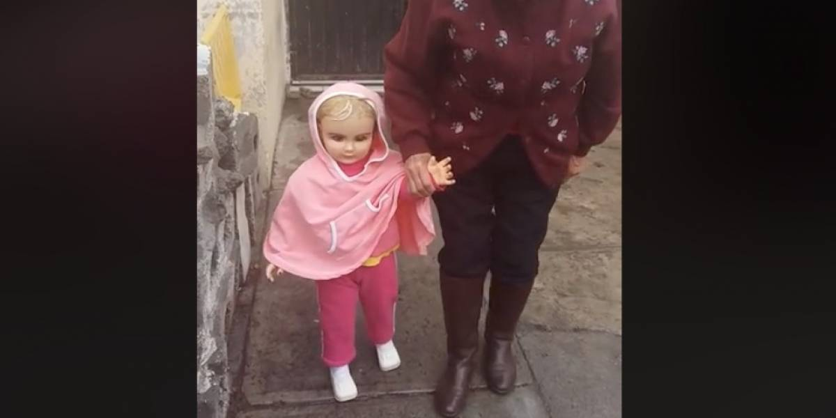 Muñeca causa terror al camina sola, ¿está poseída?
