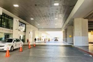 Operativo para retirar a vendedores ambulantes del frente del Aeropuerto Internacional La Aurora.