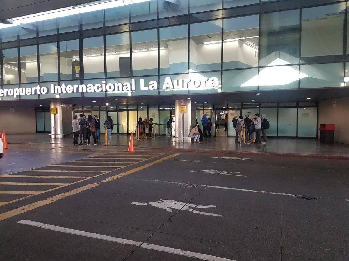 Operativo para retirar a vendedores ambulantes del frente del Aeropuerto Internacional La Aurora. Foto: DGAC
