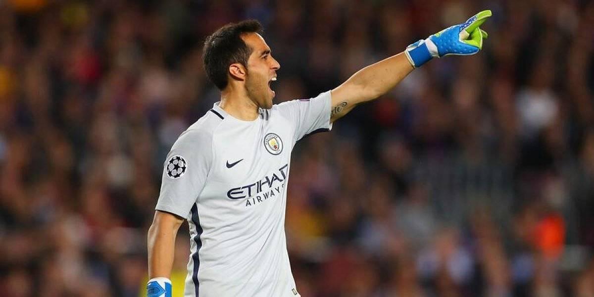 Se metieron la mano al bolsillo: Claudio Bravo y plantel del Manchester City pagaron buses para sus hinchas