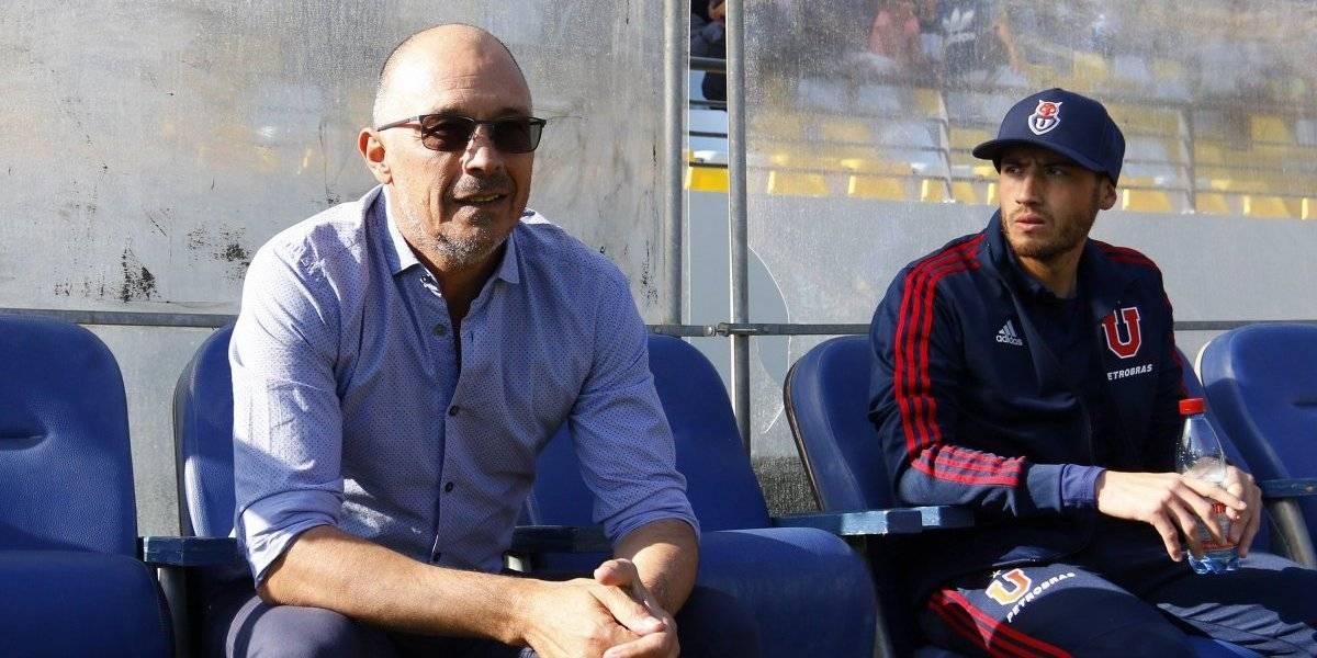 Arias recibe un tanque de oxígeno de Azul Azul tras el buen juego de la U en el Superclásico contra Colo Colo