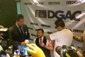 Francis Argueta, titular de la DGAC, es vacunado contra el sarampión.