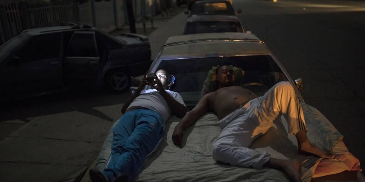 Escasea el combustible en Venezuela