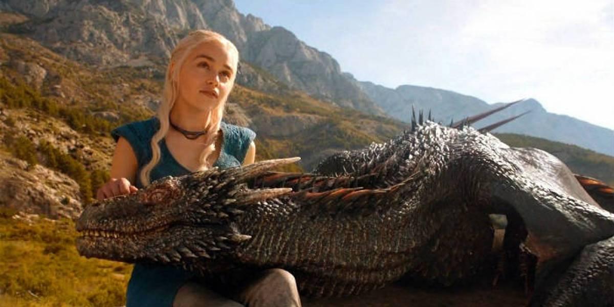 Emilia Clarke revela qué objeto no pudo llevarse del set de GOT