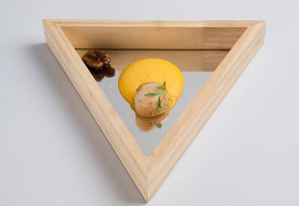 Weverton Barreto fez o prato em um espelho de formato triangular Reprodução/Band