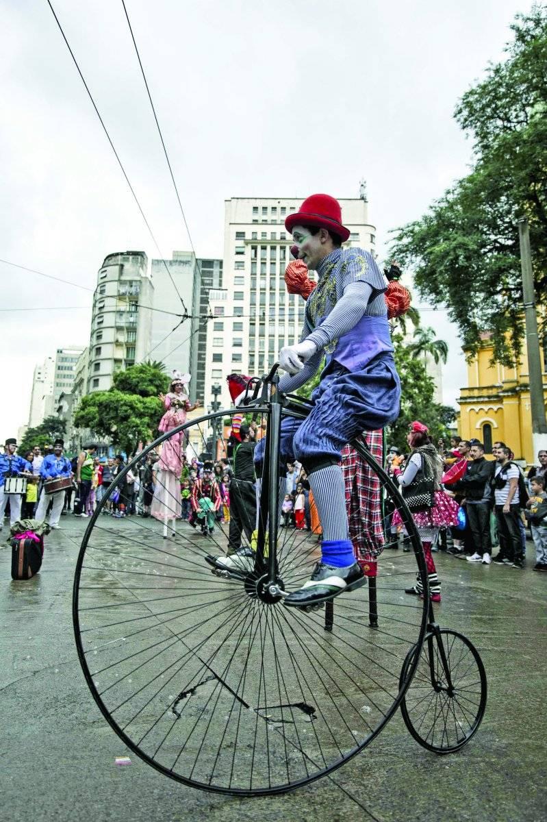 Artistas de circo dominaram o Largo do Paissandu Adriano Vizoni/Folhapress
