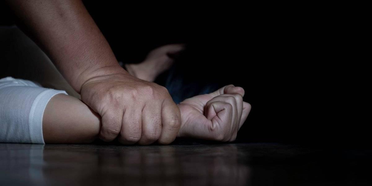 Médico universitario abusó sexualmente de al menos 177 estudiantes varones