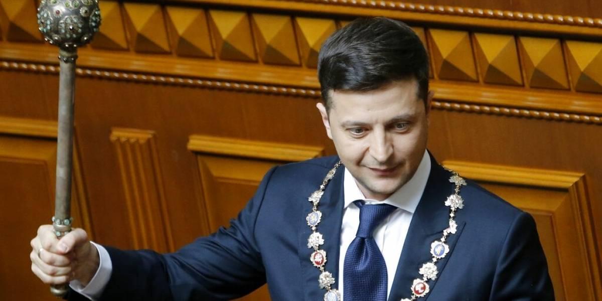 Comediante Zelenskiy asume como presidente de Ucrania
