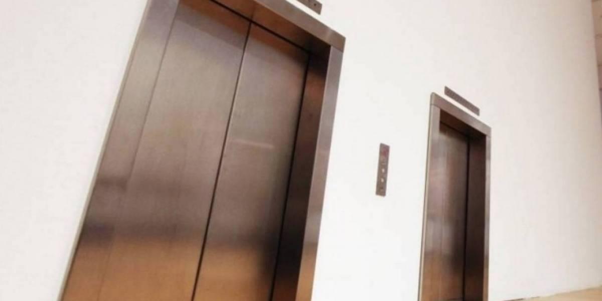 """""""A mi hijo no lo cogió bien el celador y lo dejó caer al vacío"""": mamá de niño que murió en ascensor"""