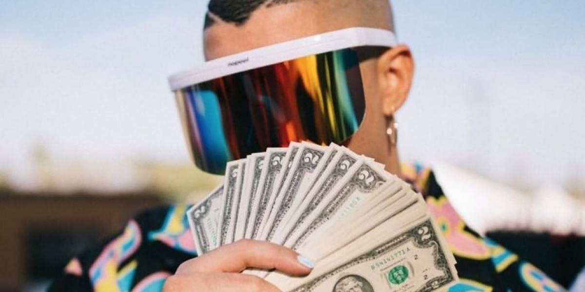 ¡Al estilo 'El lobo de Wall Street'! Bad Bunny lanzó dinero al público en pleno concierto