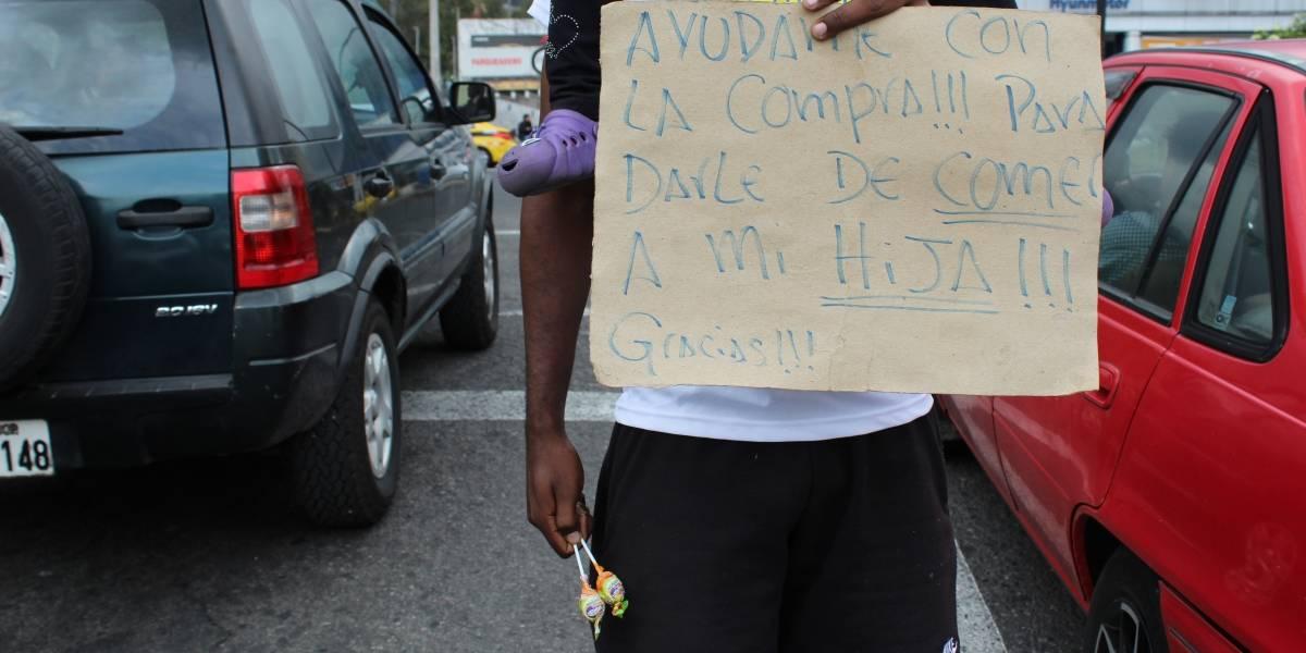 'Los cartoneros' hacen entre 40 y 70 dólares diarios en los semáforos