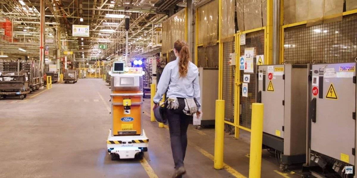Así ayuda este robot de Ford en la entrega de piezas en una de sus fábricas