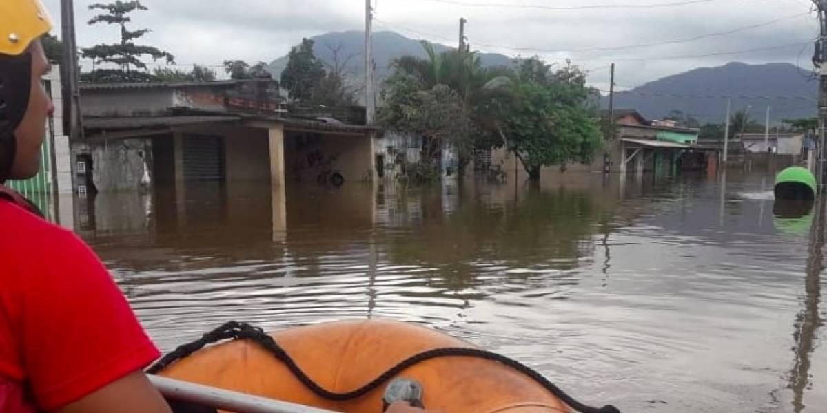 Cidade no litoral paulista tem 400 desabrigados após chuvas no final de semana