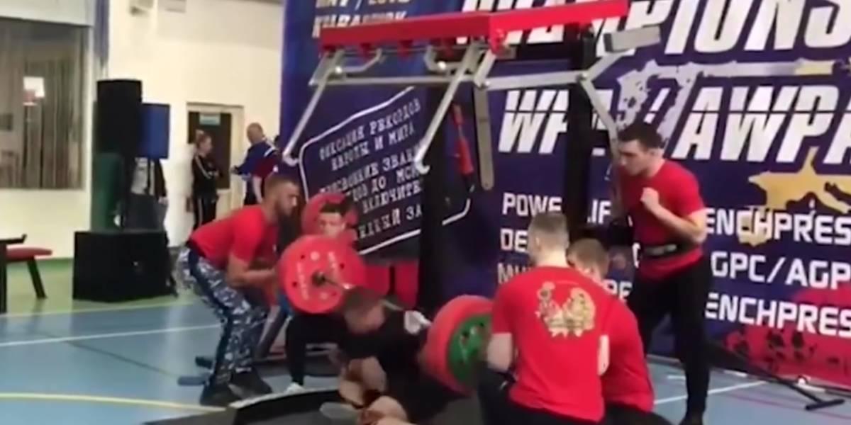 Levantador de pesas se rompe la pierna en plena competencia