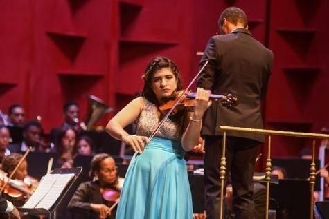 Rebeca Masalles - Violinista (Small)Rebeca Masalles - Violinista (Small)