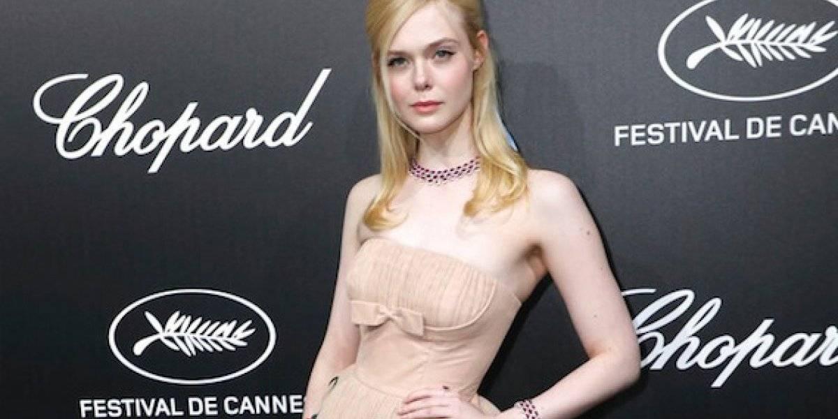 Elle Fanning se desmaya en Cannes por ajustado traje Prada