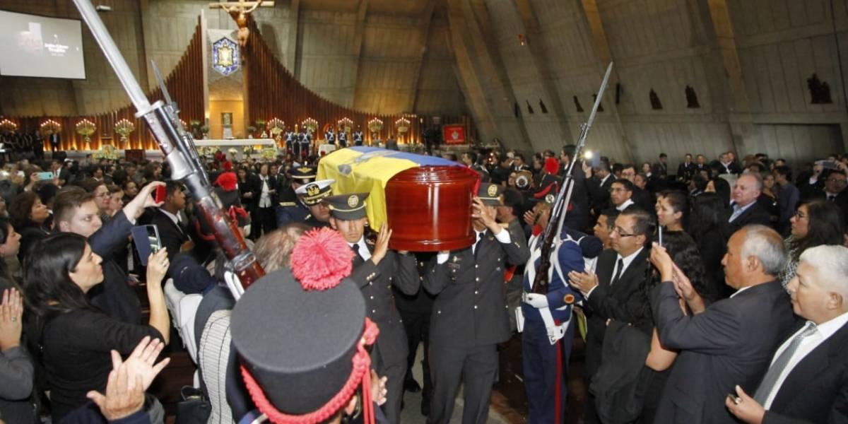 Julio César Trujillo recibe condecoración post mortem