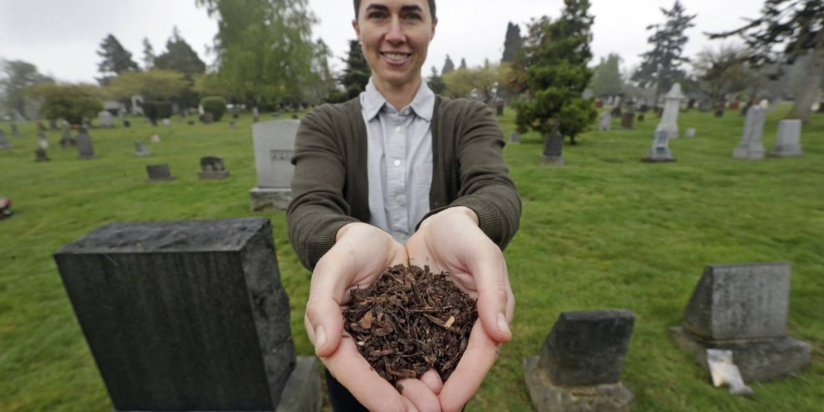 Restos humanos podrán usarse como composta en Washington
