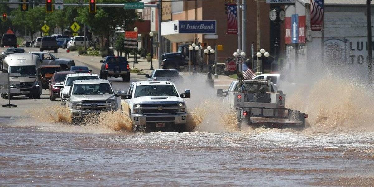 Evacúan poblado de Oklahoma ante temor de inundaciones