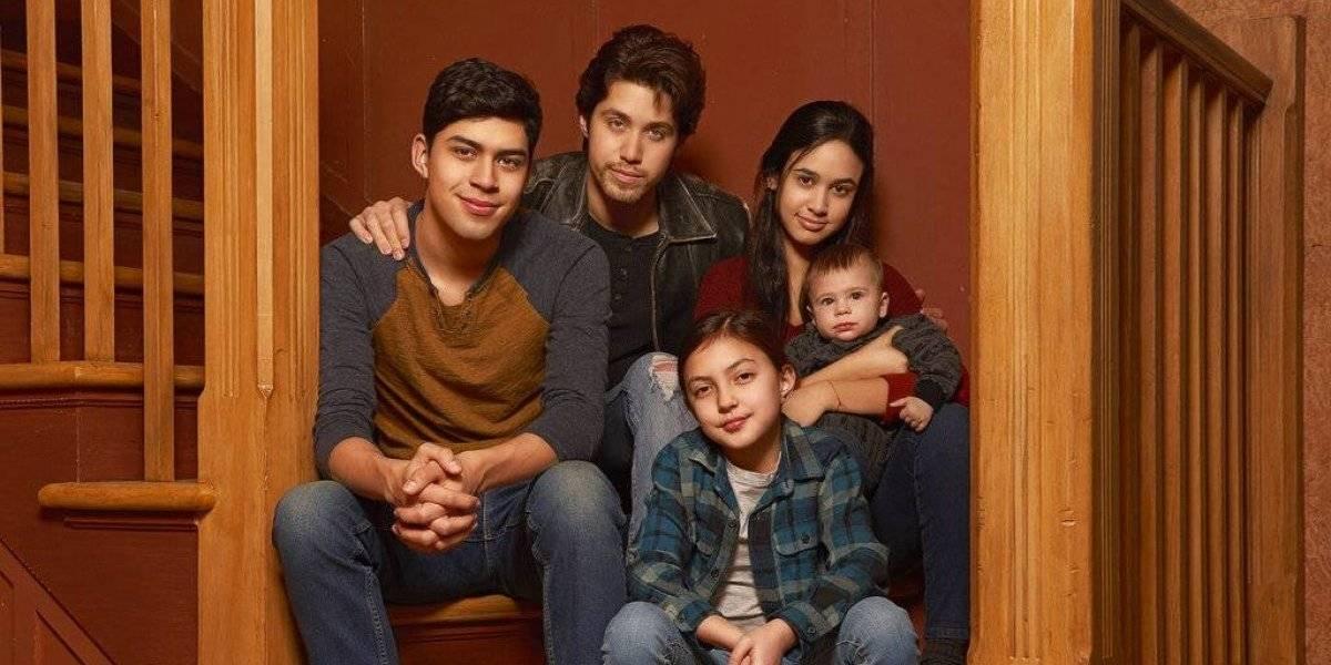 """La popular serie """"Party of Five"""" tendrá una nueva versión: se centrará en una familia que lidia con la deportación de sus padres"""