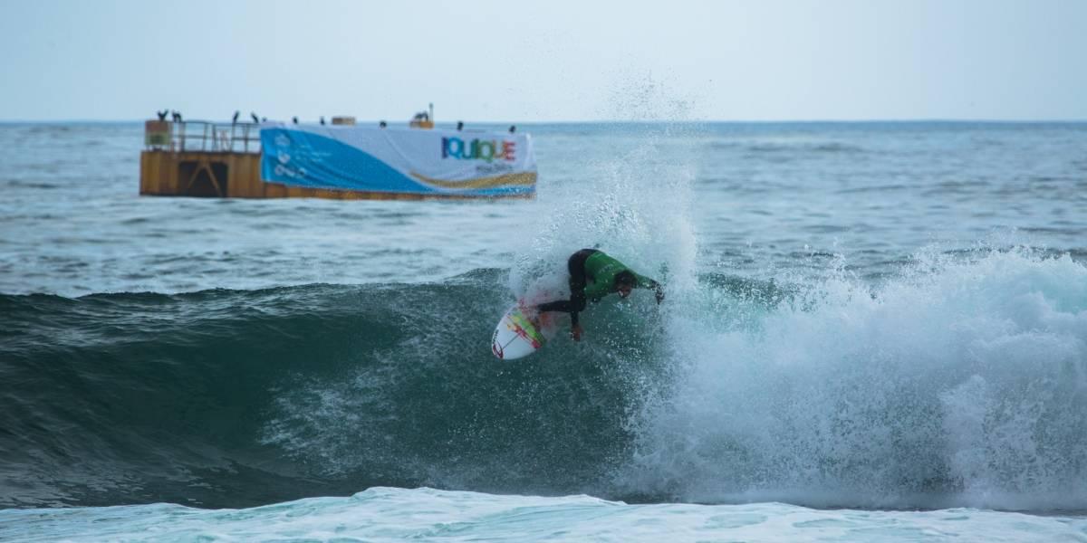 Chilenos Hernández, Satt y Selman responden y se instalan entre los mejores 32 surfistas del Héroes de Mayo Iquique Pro 2019