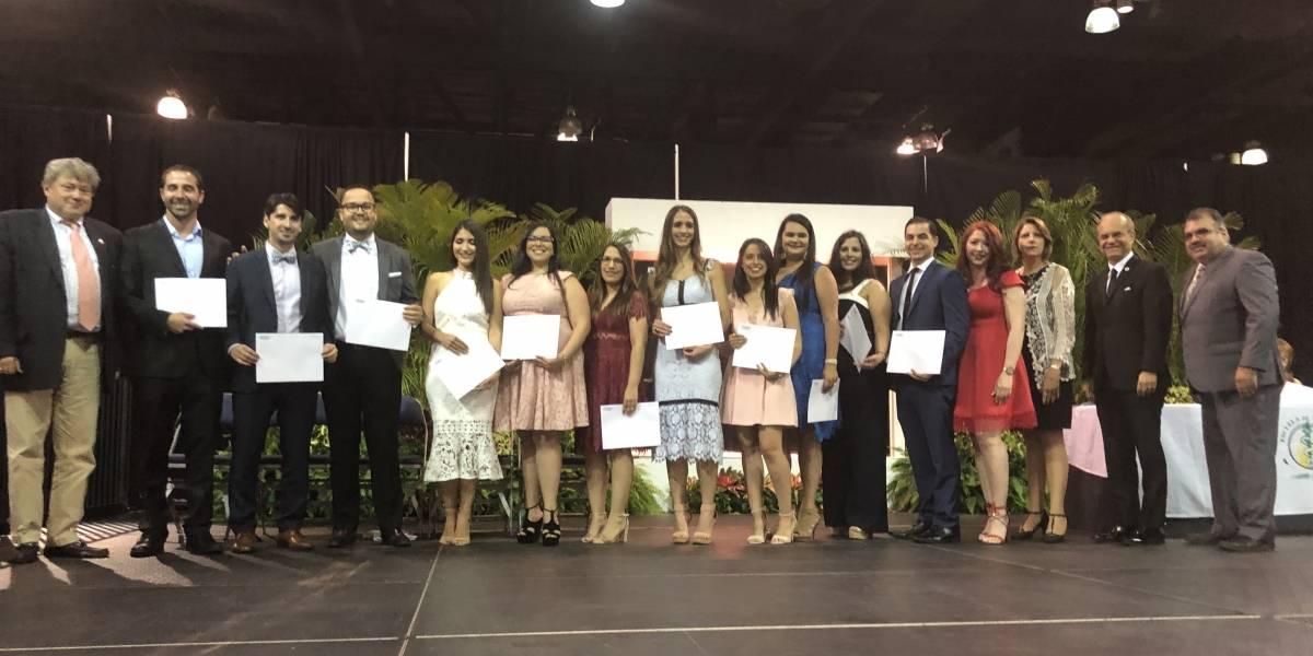 Se gradúan 124 médicos residentes del Recinto de Ciencias Médicas