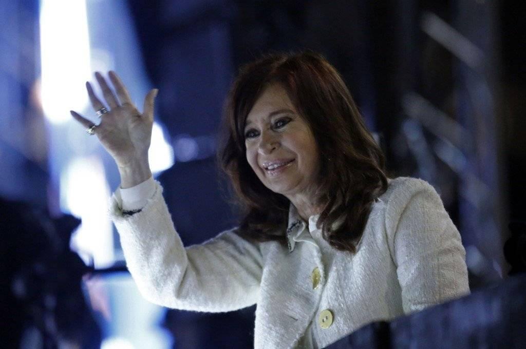 Cristina Fernández saludando