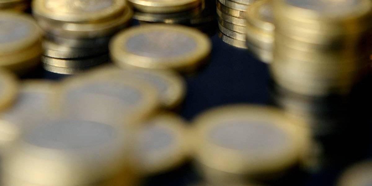 Los empleados pasaron tres días contando: fue a comprar un auto nuevo y pagó con 66 bolsas llenas de monedas