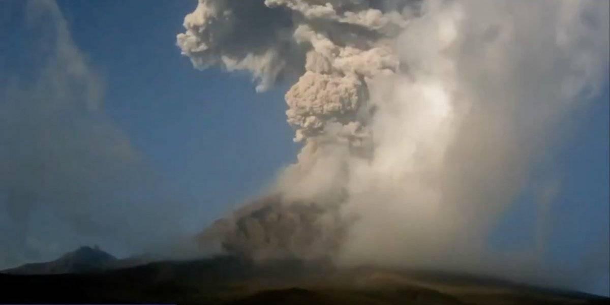 Volcán Popocatépetl emite columna de gas y cenizas de 800 metros