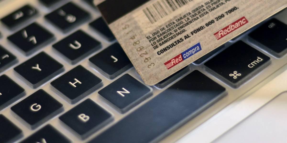 Identifican a sospechoso de filtración de miles de tarjetas y Carabineros tiene orden de captura