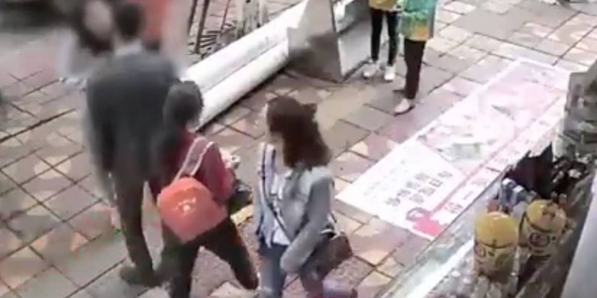 (Video) Mujer cachetea 52 veces a su novio porque no le compró un celular