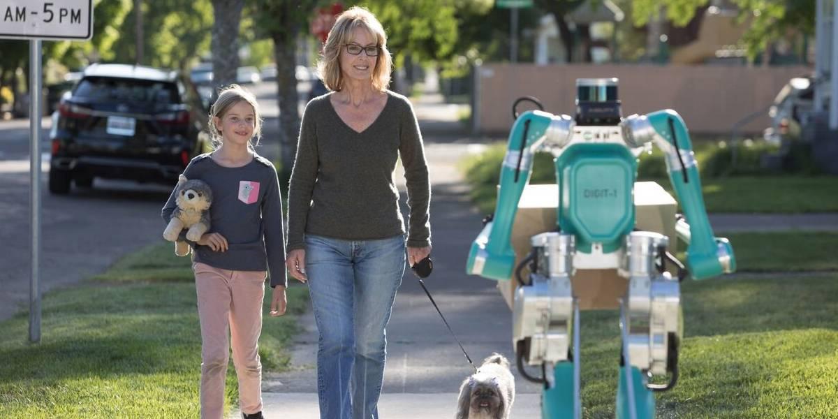 Digit: el robot repartidor de Ford que entrega paquetes en coches autónomos