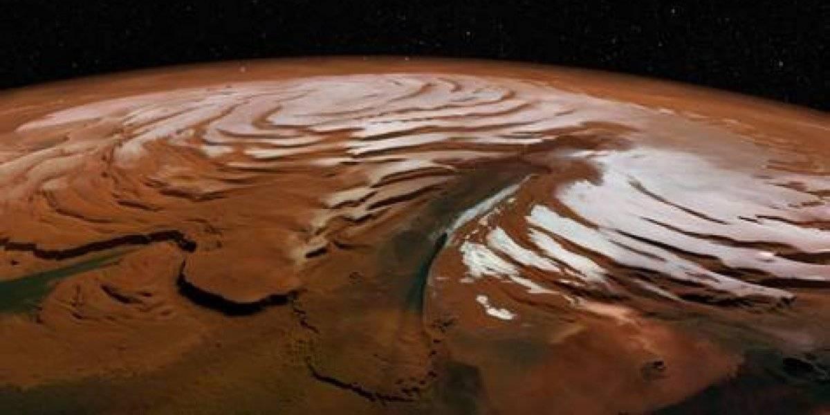 Hallan gran cantidad de agua helada en Marte