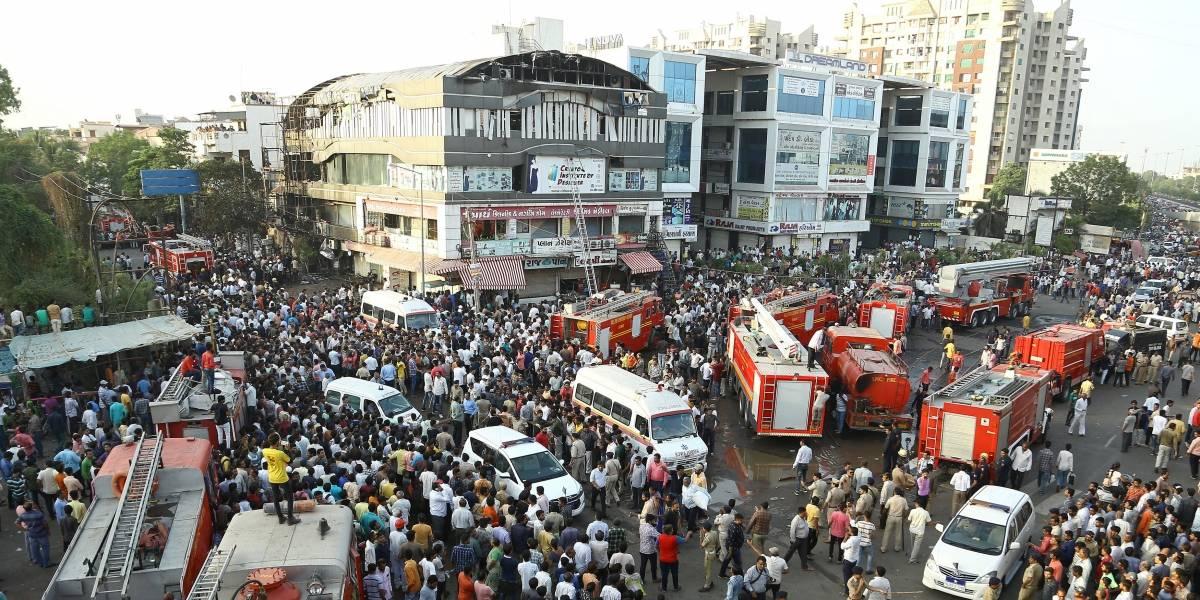 Incêndio em centro comercial na Índia mata 21 estudantes